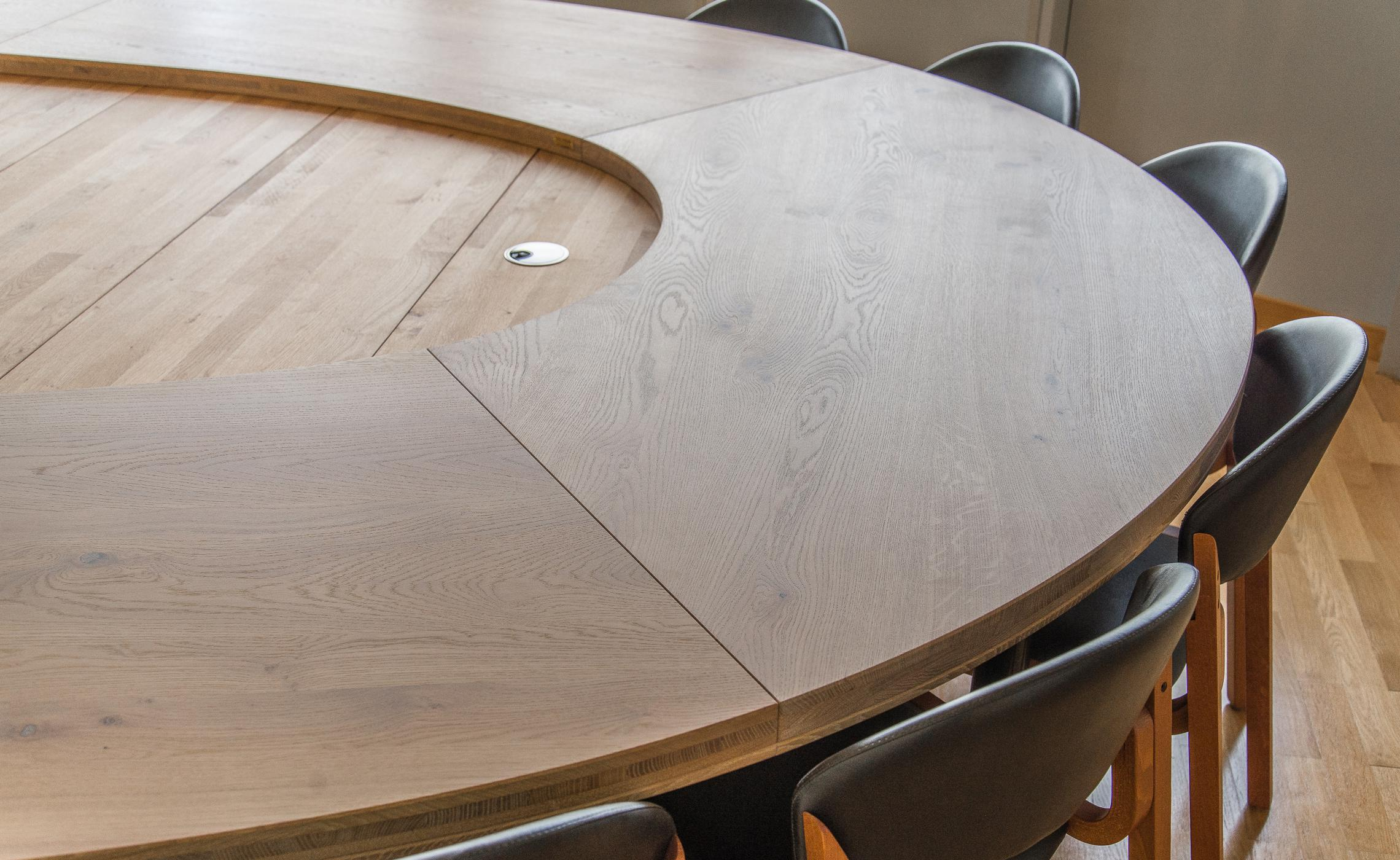 Table De Conference En Chene Massif Huile
